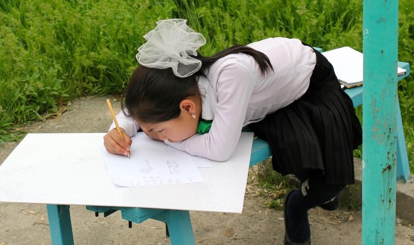 2015-05-29-Girl-Drawing-story