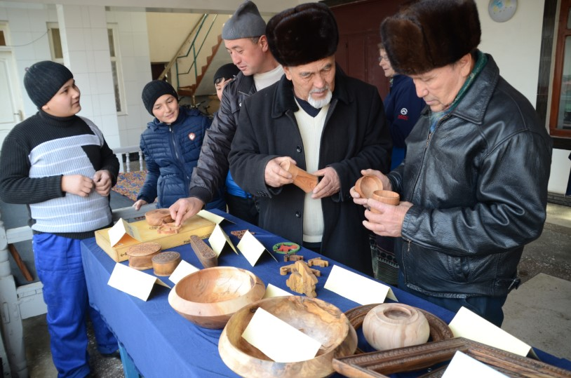 2016-12-28-Woodcarving-on-Display-story
